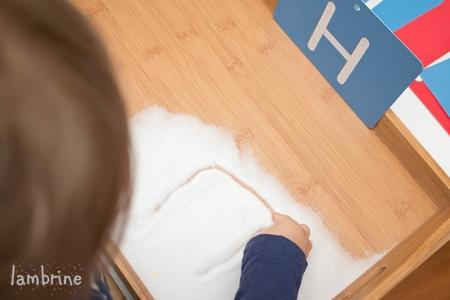Montessori soolakandik tähtede harjutamine