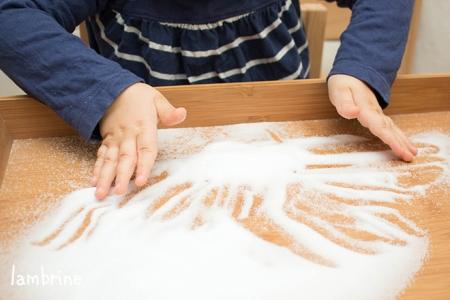 montessori soolakandik kirjutamise harjutamine